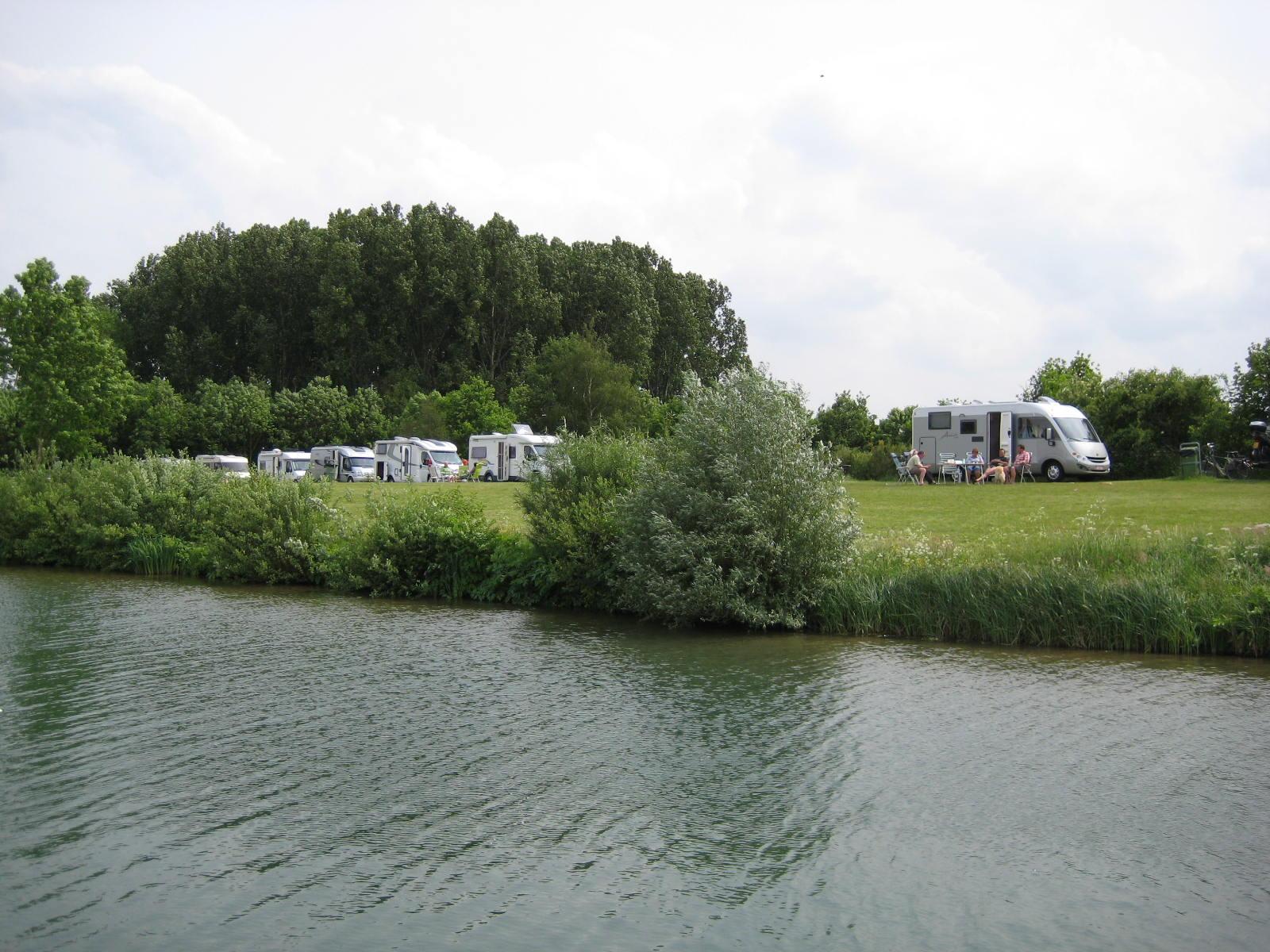 camping-het-loo-kampeerplaatsen-camping-campers